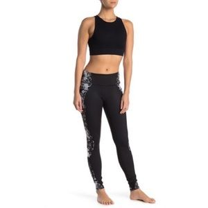 NWT Size M Alo Yoga Airbrushed Leggings Black